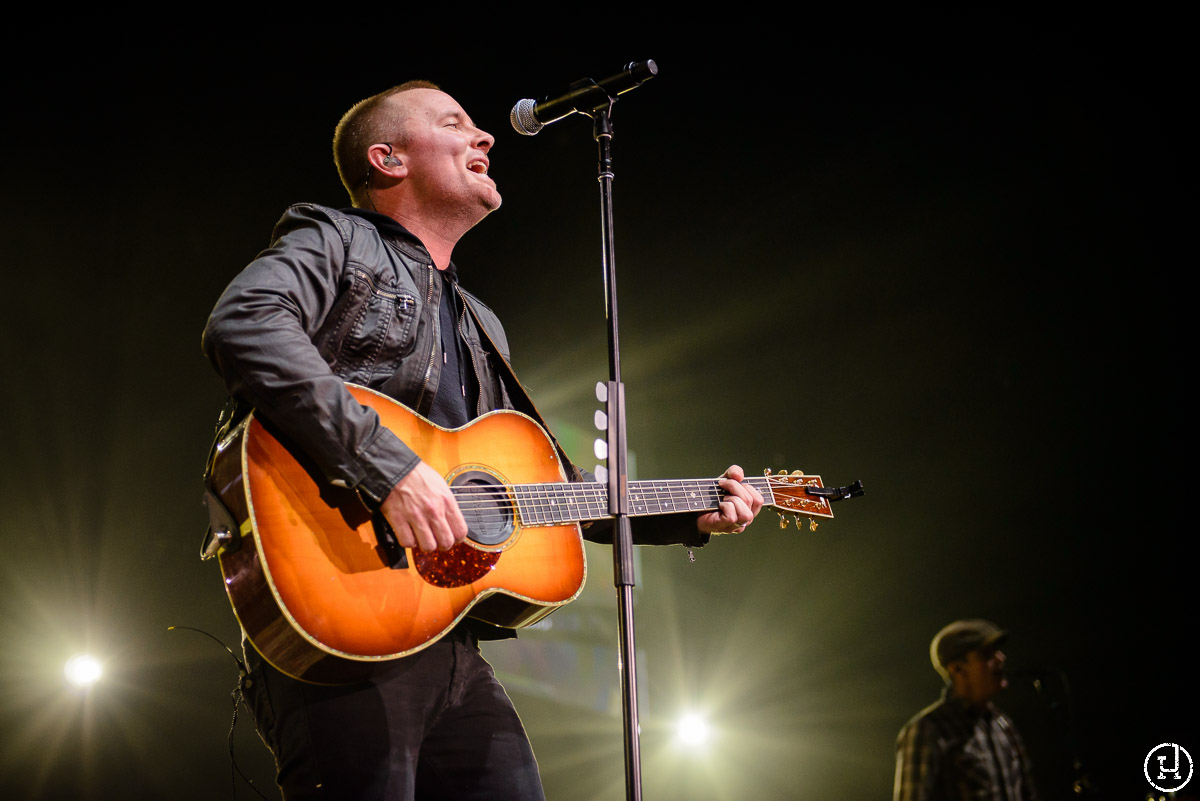 Chris Tomlin performs at The Huntington Center in Toledo, OH on Feburary 28, 2013 (Jeff Harris)